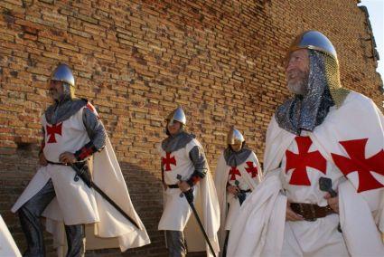 castillo_de_monzon_figurantes_templarios_en_el_castillo_ebaringo_2007
